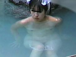 有名露天風呂に集まる若娘09