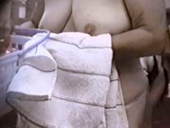 盗撮された脱衣所の女達9