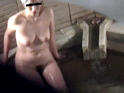 熟女の洗い場覗いちゃいます12