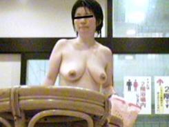 熟女さんの脱衣所盗撮02