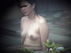 露天風呂で開放的な乙女達08