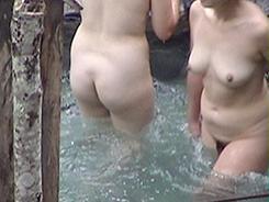 露天風呂で開放的な乙女達09