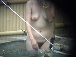 露天風呂で開放的な乙女達12