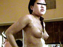 デカパイ娘達のピチピチ素肌4