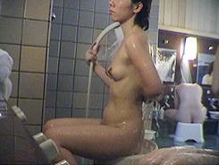 熟女の洗い場覗いちゃいます01