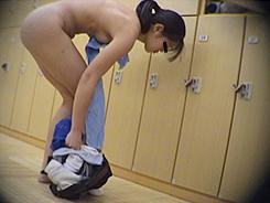 脱衣所では大胆になる女達06