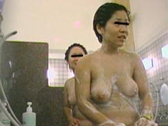 熟女の洗い場覗いちゃいます03