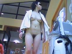 脱衣所では大胆になる女達08