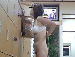 魅惑の熟女 脱衣の瞬間08