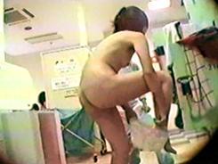 お色気娘達の脱衣場5