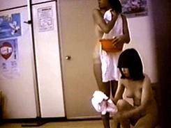 脱衣所では大胆になる女達12