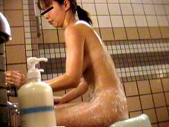禁断!乙女の洗い場05