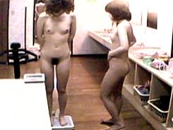 脱衣所は裸体が丸見え1