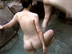 露天風呂は熟女達の楽園4