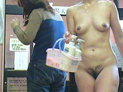 若い子に負けない熟女の裸体03