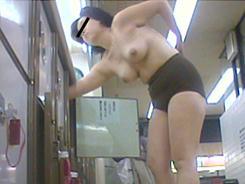 若い子に負けない熟女の裸体06
