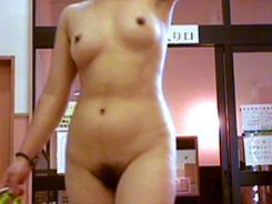 若い子に負けない熟女の裸体09