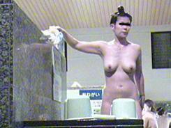 すっぴん熟女の裸体覗き09