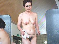 すっぴん熟女の裸体覗き12