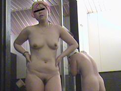 すっぴん熟女の裸体覗き13