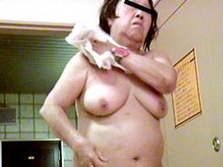 若い子に負けない熟女の裸体10