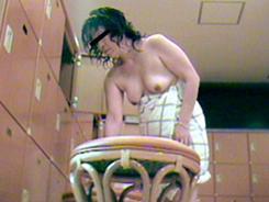 若い子に負けない熟女の裸体11