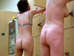 若い子に負けない熟女の裸体12